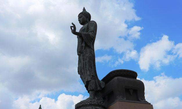 Phuttha Monthon – Tượng phật bước đi