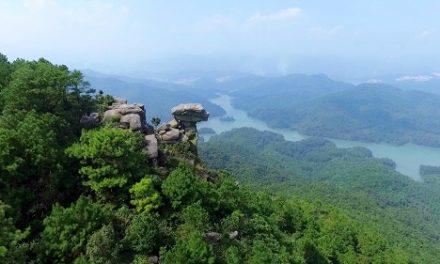 Núi đá chồng – Quảng Yên